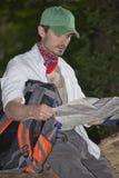 Hiker с картой Стоковое Изображение