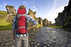 Hiker в каньоне Стоковое Фото