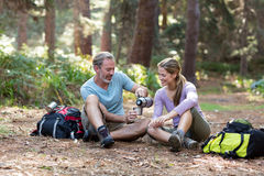 Hiker couple having coffee Royalty Free Stock Images