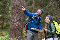 Hiker couple looking at map and pointing away Royalty Free Stock Photos