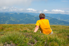Hiker man sitting on a meadow Royalty Free Stock Images