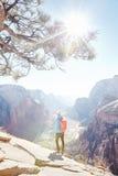 Hiker na górze приземляться ангелов Стоковое Изображение