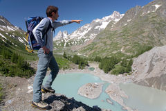 Hiker pointing Royalty Free Stock Photos