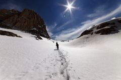 Hiker on snowmountains Royalty Free Stock Photography