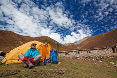 Hiker on the trek in Himalayas Royalty Free Stock Photos