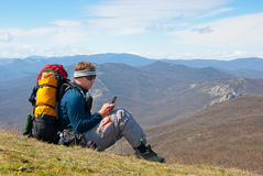 Hiker using mobile device Royalty Free Stock Photography