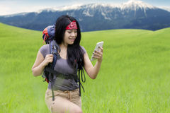 Hiker using smartphone as the navigation Royalty Free Stock Photos