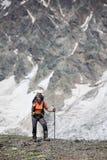 Hikers в горах Кавказа Стоковая Фотография RF