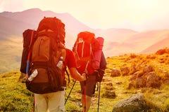 Hikers в горах Стоковое фото RF