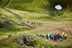 Hikers в горах Стоковое Изображение
