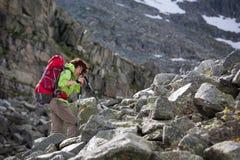 Hikers в горах Altai Стоковые Фотографии RF