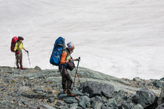 Hikers в горах Altai Стоковое фото RF