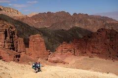 2 hikers в горах Eilat Стоковые Изображения RF