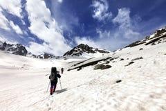 2 hikers в плато снега Стоковое Фото