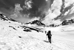 2 hikers в плато снега Стоковые Фото