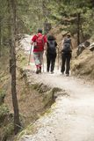 Hikers в ущелье Samaria стоковое изображение rf