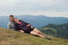 Hikers на верхней части гор Стоковое Изображение