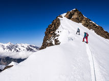 Hikers на горах Стоковое Фото