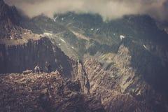 Hikers на горе Стоковая Фотография