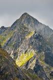 Hikers на горной тропе в высоком Tatras Стоковое Фото
