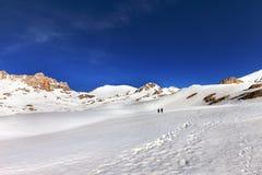 2 hikers на плато снега Стоковые Фотографии RF