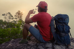 Hikers на скале Стоковое фото RF