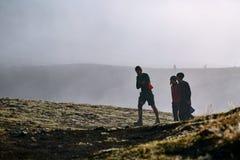 Hikers на следе Стоковая Фотография