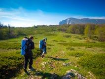 Hikers собирают trekking в Крыме Стоковая Фотография RF