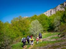 Hikers собирают trekking в Крыме Стоковое Фото