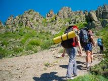Hikers собирают trekking в Крыме Стоковые Изображения RF