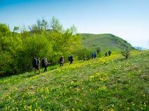 Hikers собирают trekking в Крыме Стоковая Фотография