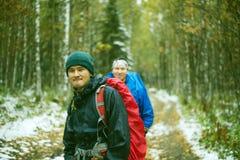 Hikers с рюкзаками Стоковое Изображение RF