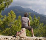 Hikers человека и женщины trekking дороги в Турции Стоковые Изображения