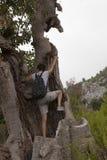 Hikers человека и женщины trekking дороги в Турции Стоковая Фотография RF