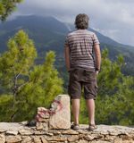 Hikers человека и женщины trekking дороги в Турции Стоковая Фотография