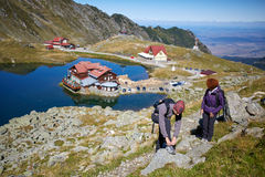 Hikers by the lake Royalty Free Stock Image