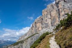 hiking тропка гор Доломиты Brenta горных пиков стоковая фотография