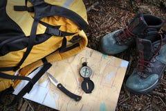 Hiking ботинки на карте с компасом Стоковое фото RF
