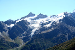 hiking верхние части камней путя горы красные белые Стоковые Фото