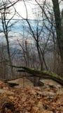 hiking верхние части камней путя горы красные белые стоковое фото