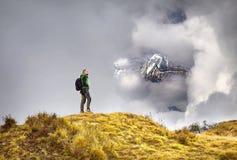 Hiking в горах Гималаев стоковое фото rf