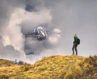 Hiking в горах Гималаев Стоковое Изображение RF