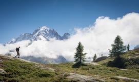 Hiking в швейцарских alps стоковые фотографии rf