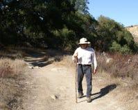 hiking гулять человека outdoors старший стоковое фото rf
