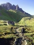 hiking детеныши человека Стоковое Изображение RF