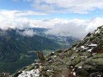 hiking для того чтобы отстать взгляд долины Стоковая Фотография RF