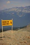 hiking дорожный знак Стоковые Изображения RF