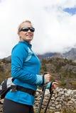 hiking женщина гор Стоковая Фотография RF