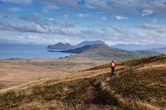 hiking женщина изображения гор принятая заполированностью Стоковые Изображения RF