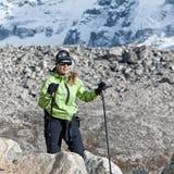 hiking женщина Непала гор Гималаев Стоковое Фото